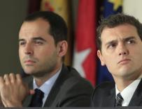 El presidente de Ciudadanos, Albert Rivera, con el candidato en la Comunidad de Madrid, Ignacio Aguado.