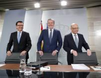 Los ministros Escolano, Méndez de Vigo y Montoro el pasado viernes tras el Consejo de Ministros.
