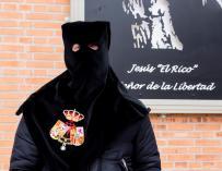 """El preso J.M.G.R., que será liberado de su condena por la Cofradía """"El Rico"""" de Málaga, posando en el Centro Penitenciario de Alhaurín de la Torre (Málaga). EFE/Juan Miguel Pérez Ramos"""