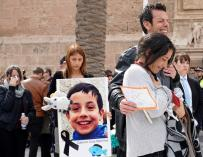 Los padres de Gabriel durante su funeral