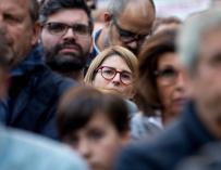 Elsa Artadi (c) durante una concentración en la plaza Sant Jaume de Barcelona, en solidaridad con Oriol Junqueras y Joaquim Forn.EFE/Quique García