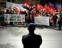 Los trabajadores de Amazon se han manifestado en el centro de Madrid para reclamar la recuperación del antiguo convenio específico (EFE/ Fernando Villar)