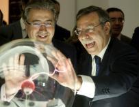 José Folgado (derecha), junto al ministro Zoido en un acto en Sevilla.
