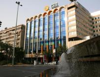 Santander, BBVA y Caixabank, potenciales compradores de la CAM, según WSJ