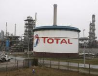 Imagen ilustrativa de la planta de la petrolera Total en Dunkerque, (Francia). EFE/Sylvain Lefevre.