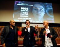Los directores Alvaro Longoria y Gerardo Olivares, y el director del festival Docs Juan Gonzalez./EFE