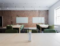 La estructura de las oficinas va a parecerse cada vez más a los espacios de 'coworking' / Pixabay