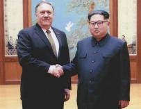 Mike Pompeo junto al líder de Corea del Norte, Kim Jong-un en abril de 2018