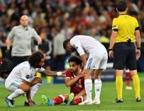 Mohamed Salah después de sufrir la lesión que le obligó a abandonar la final de la UEFA Champions League (EFE / EPA / GEORGI LICOVSKI)
