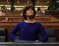 La vicepresidenta Soraya Sáez de Santamaría, a su llegada a la sesión de control.