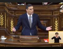 Sánchez sube a defender la moción.