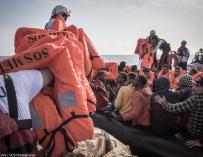 Rescate de 73 personas en una embarcación a la deriva (Foto: Anthony Jean/SOS Mediterranée)