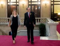 Torra y Elsa Artadi a su llegada al Parlament./ EFE