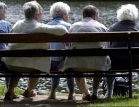 Báñez  tranquiliza a los jubilados porque sus pensiones se pagarán con más empleo