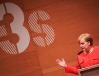 La canciller alemana, Angela Merkel, pronuncia un discurso con motivo de su visita al instituto I3S de investigación contra el cáncer, en Oporto (Portugal), hoy, 30 de mayo de 2018. EFE/ Manuel Fernando Araujo