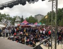 Numeroso público disfrutó de la pantalla gigante en Vitoria (PP Alava)