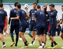 Los jugadores de Costa Rica durante un entrenamiento. /EFE