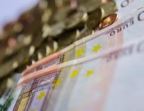 (Ampl.) La deuda pública baja casi 5.000 millones en julio pero sigue en el entorno del 100% del PIB