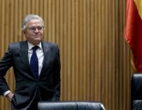 El presidente de la CNMV, Sebastián Albella, momentos antes de comparecer en la Comisión de investigación de la crisis financiera y rescate bancario, esta tarde en el Congreso de los Diputados de Madrid. EFE/ Ballesteros