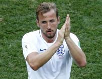 Harry Kane aplaude cuando abandona el terreno de juego durante el partido de fútbol entre Inglaterra y Panamá en Nizhny Novgorod, Rusia, el 24 de junio de 2018. (EFE/EPA/RITCHIE B. TONGO)