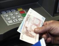 La banca informará desde junio sobre operaciones de clientes en el extranjero