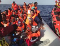 Entre los rescatados hay cuatro menores de edad y que dos de ellos no están acompañados de adultos. (PROACTIVA OPEN ARMS)