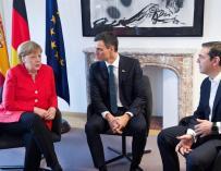 Fotografía de la reunión entre Merkel, Macron y Sánchez