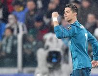 Cristiano Ronaldo de Real Madrid celebra luego de anotar el 1-0 ante Juventus hoy, martes 3 de abril de 2018, durante un partido de los cuartos de final de la Liga de Campeones entre Juventus FC vs Real Madrid CF en el estadio Allianz en Turín (Italia). E