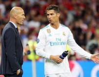 Fotografía de Cristiano Ronaldo junto a Zidane.