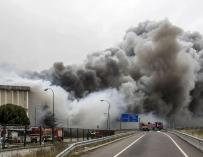 Desalojan a 400 personas por contaminación ambiental tras el incendio de Campofrío en Burgos