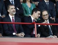 Felipe VI, junto a Pedro Sánchez y Quim Torra