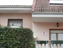 (Amp.) La compraventa de viviendas frena su subida al 1,1% en julio por la sentencia de las cláusulas suelo