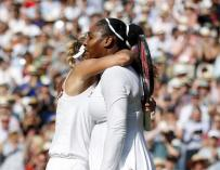 Serena Williams es consolada por Angelique Kerber