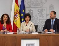 Los ministros Isabel Celaá, María Jesús Montero y José Luis Ábalos tras el Consejo de Ministros