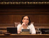 La alcadesa de Barcelona, Ada Colau, durante un pleno extraordinario del Ayuntamiento (EFE/ Quique García)