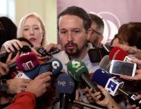 Pablo Iglesias atiende a los medios de comunicación