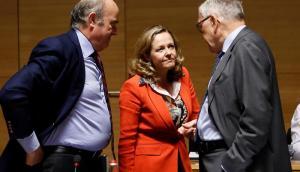0c12f2397 La ministra de Economía, Nadia Calviño (c), conversa con el vicepresidente  del