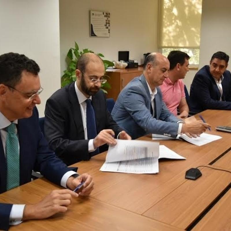 Ayuntamiento de lepe y endesa firman un convenio para la for Oficina endesa sevilla