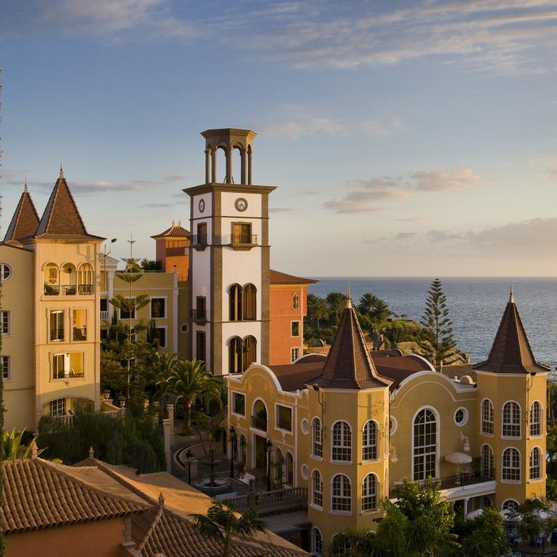 El hotel bah a del duque y los catc de lanzarote premios for Oficina turismo lanzarote