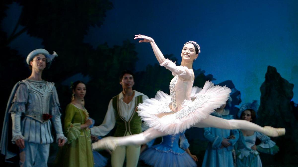 El ballet de la pera de munich representa en sevilla la for Todo pintura sevilla
