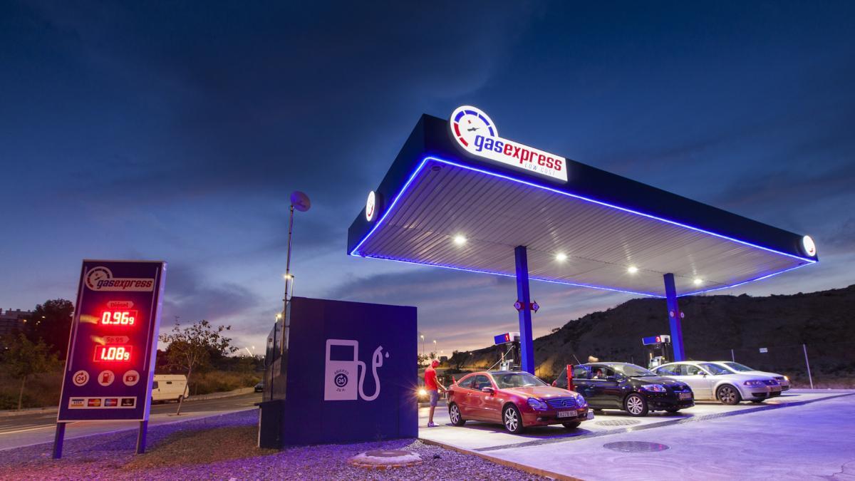 Boom de gasolineras 'low cost': más de 100 aperturas y la facturación disparada