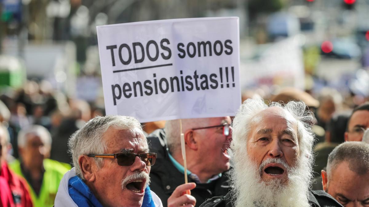 """Los jubilados se enfrentan al gobernador del Banco de España: """"miente sobre las pensiones"""""""