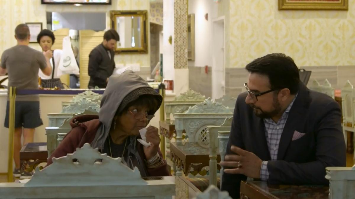 El millonario que da de comer gratis a 16.000 'sintecho' en su restaurante