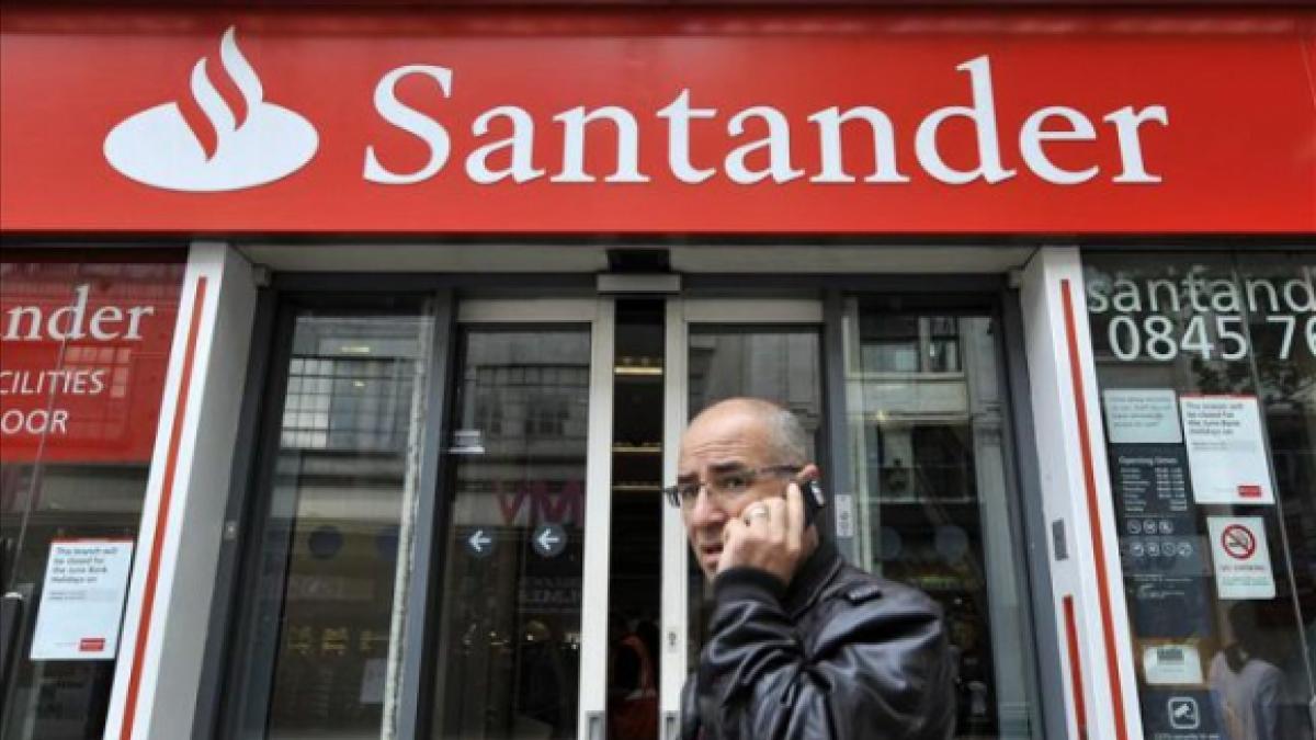 Los ERE de Santander y Caixabank elevan a 90.000 los 'jubilados de oro' de la banca