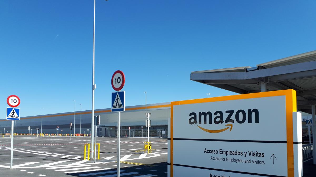 Amazon tira de ETT para su centro de Illescas: 500 de los 650 empleados con sueldo de 14.000€ al año