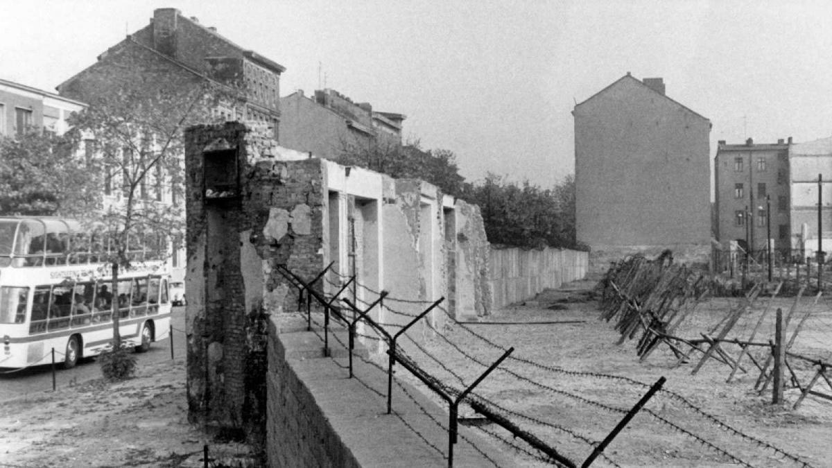 El fin del Muro de Berlín: no solo cayeron las piedras sino un sistema económico - lainformacion.com