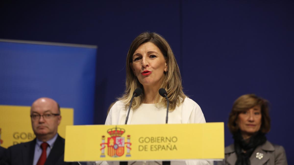Díaz abre el primer frente con CEOE por la supresión exprés del despido por bajas